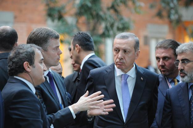Korrupt, Korruptionsskandal, Dershane, Dershane-Debatte, Hizmet-Bewegung, AKP, Recep Tayyip Erdoğan, Erdoğan, Türkei, Korruptionsfälle, Justizskandal, Verschwörungstheorien, Verschwörung, Fethullah Gülen, Hizmet