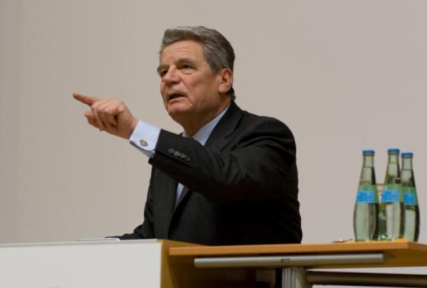 Spinner, Gauck, NPD, Rechtsextremismus, Nazi